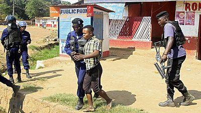 RDC: policiers et étudiants se rejettent la responsabilité des affrontements à Kinshasa