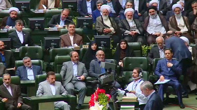 İran'da yeni parlamento yemin ederek göreve başladı