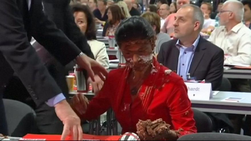 German MP suffers 'cake attack' over refugee stance