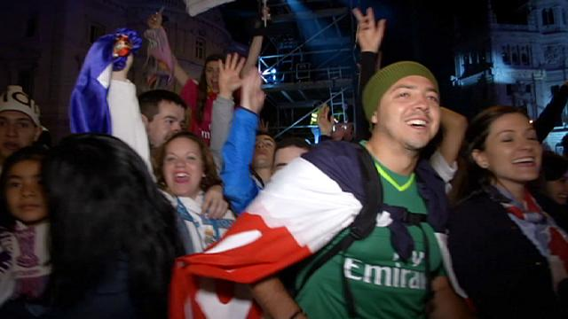 أنصار ريال مدريد يحتفلون بفوز فريقهم