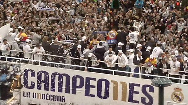 فريق ريال مدريد يحتفل وأنصاره في العاصمة الإسبانية بفوزه بكأس رابطة الأبطال