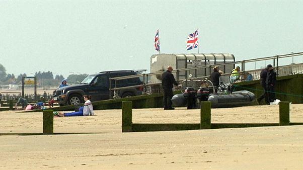 Intentan cruzar el Canal de la Mancha en un bote hinchable