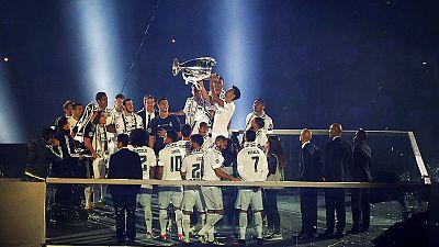 ريال مدريد يحتفي بلقب دوري الأبطال مع أنصاره
