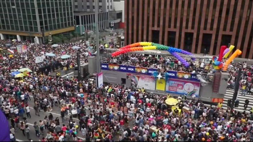 Macrodesfile del Orgullo Gay en Sao Paulo