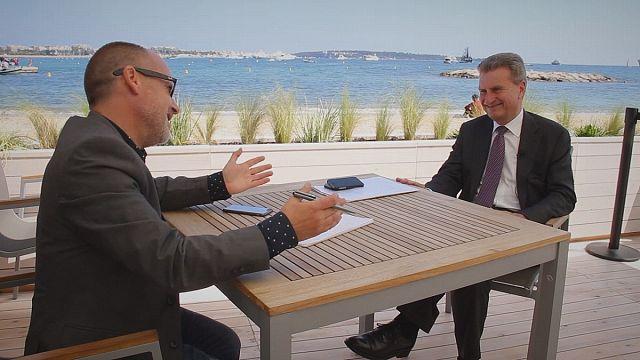 """Günther Oettinger: """"a legendagem é essencial para apreciar os filmes dos países vizinhos"""""""