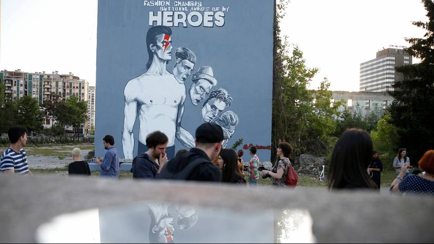 """You'll always be my heroes"" : Riesiges Wandbild zollt Tribut an David Bowie"