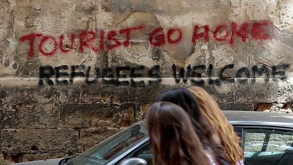 Új graffiti Mallorcán: A turisták menjenek haza!