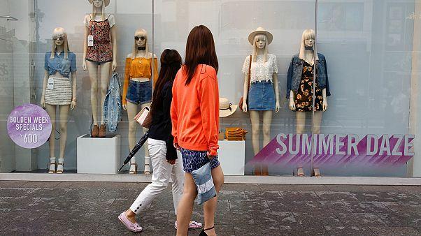 اليابان: تأجيل زيادة الضريبة على القيمة المضافة