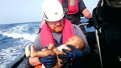 Rescuers publish image of drowned migrant baby