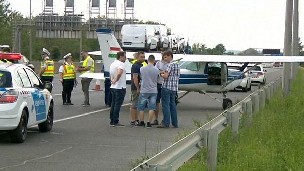 Cessna szállt le az autópályán Budapestnél