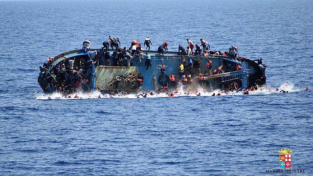 """""""Akdeniz bir haftada en az 880 mülteciye mezar oldu"""""""