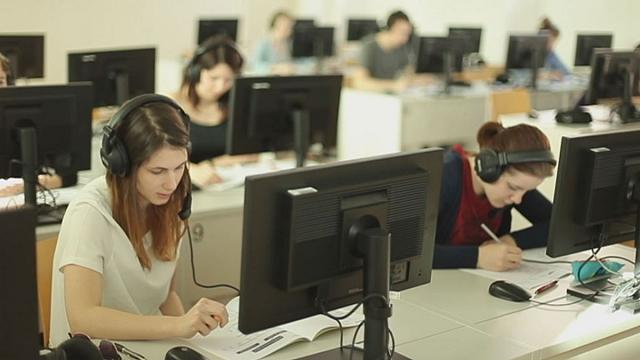 آیا آموختن زبان خارجی تأثیری بر تقویت هوش دارد؟