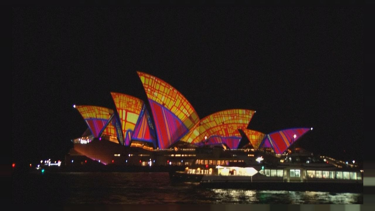 مهرجان فيفيد سيدني يفيض بالألوان والأضواء والموسيقى