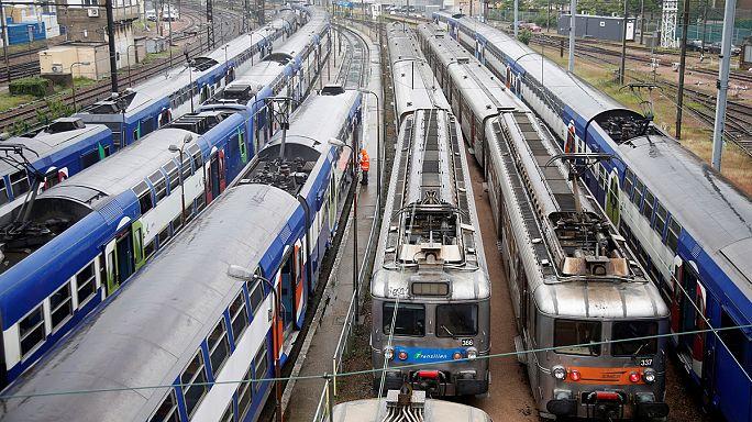 Fransa'da demiryolu çalışanları 'süresiz' grevde