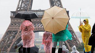 بعد الاعتداءات الارهابية، الحركات الاحتجاجية السياحة في فرنسا بخطر