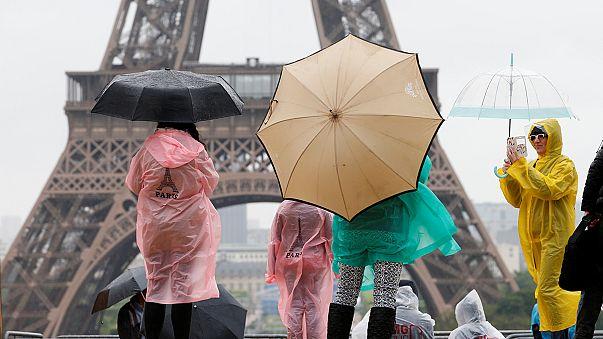 Париж: угроза терактов и забастовки отпугивают туристов