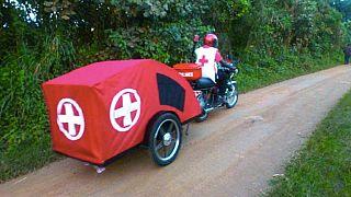 Des motos-ambulances pour faciliter l'accès aux soins dans les régions montagneuses de l'Ouganda