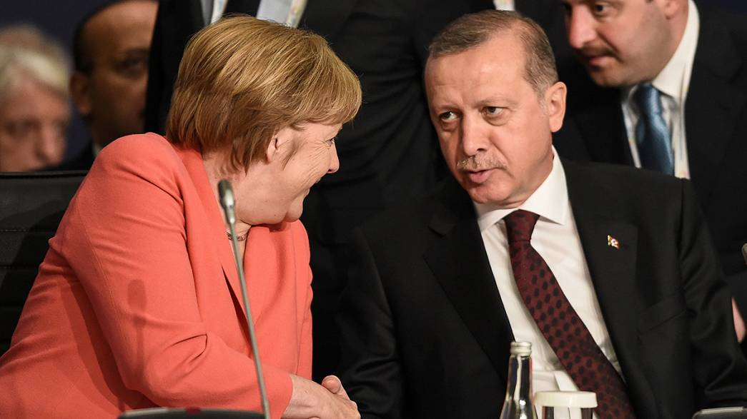 """Erdoğan'dan Merkel'e: """"Oyuna gelmeyin!"""""""