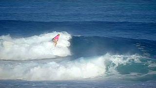 Tek kollu sörfçü dünya birincisini eledi