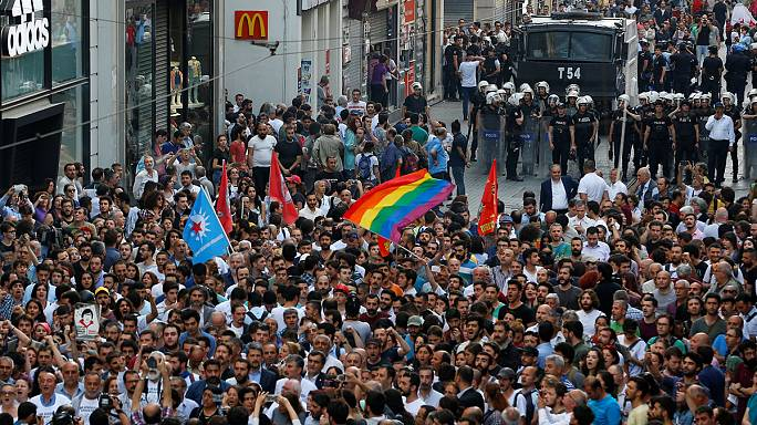 Gezi Park tre anni dopo. Cordoni della polizia per bloccare i manifestanti