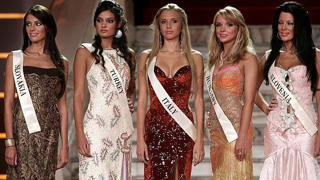 14 شهرا سجنا مع وقف التنفيذ في حق ملكة جمال تركيا سابقا بسبب نص مهين لإردوغان