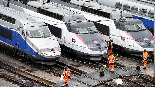 فرنسا: بداية الإضراب في قطاع النقل والمواصلات