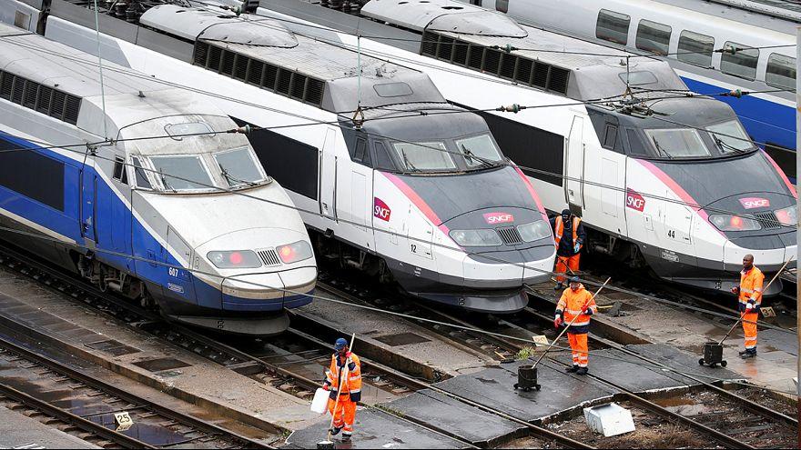 França: caminhos-de-ferro juntam-se a protestos contra reforma laboral