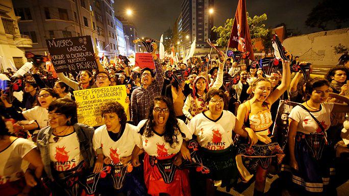 Peru'da 'eski diktatörün kızına oy vermeyin' gösterisi