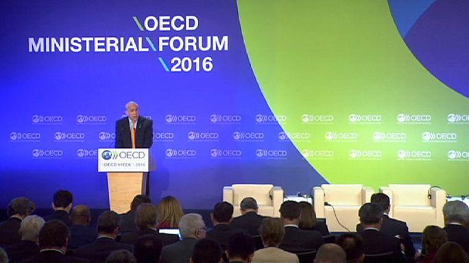 """ОЭСР: мировая экономика """"в ловушке слабого роста"""""""
