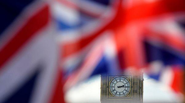 Жители Британии впервые склоняются к выходу из ЕС - говорят опросы