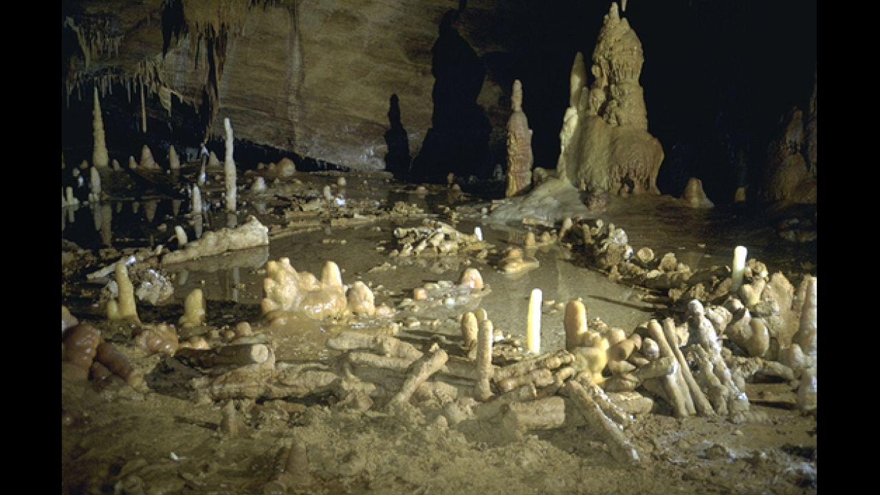 Le mystère de la grotte de Bruniquel