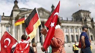 """Turquía advierte a Merkel sobre las """"consecuencias negativas"""" del reconocimiento del genocidio armenio"""
