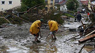 أناس يفقدون حياتهم بسبب الفيضانات في أوروبا