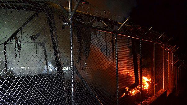Επεισόδια, φωτιές και τραυματισμοί στο hot spot της Μόριας στη Μυτιλήνη
