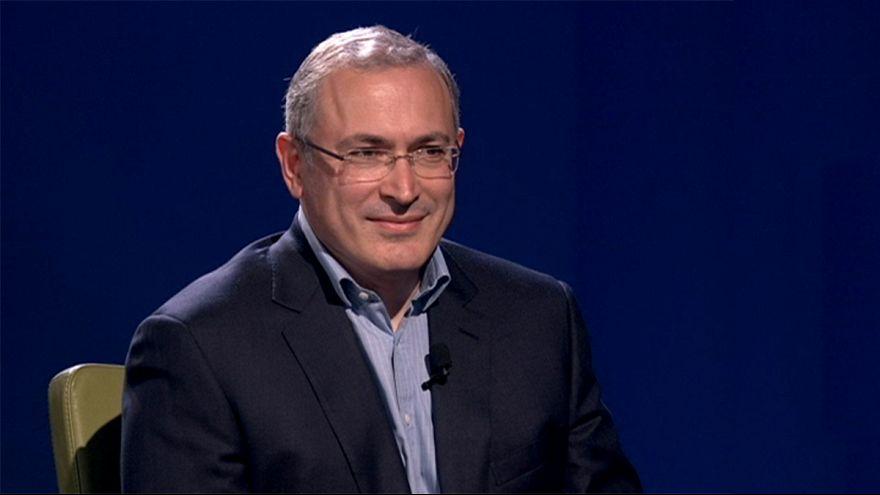 """Mijaíl Jodorkovski, magnate opositor a Putin: """"Estoy seguro de que la democracia volverá a Rusia"""""""