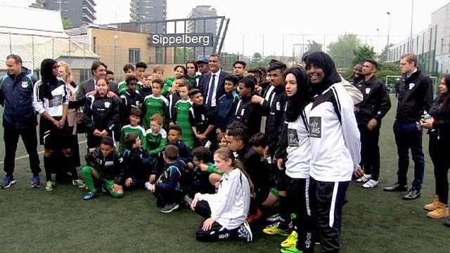 Лондон и Брюссель замещают джихадизм футболом