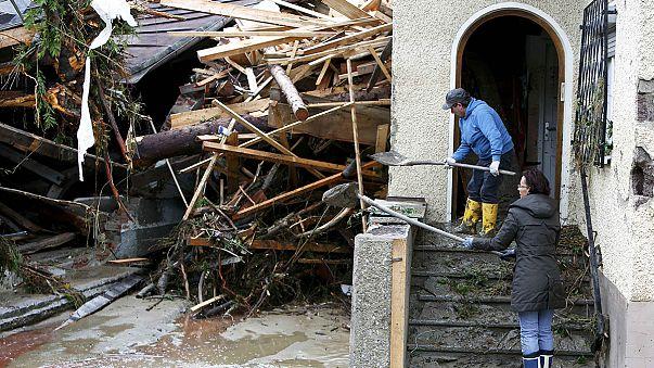 """الفيضانات تقتل خمسة اشخاص في بافاريا وتتسبب باجلاء سكان """"لونغ جومو"""" بضواحي باريس"""