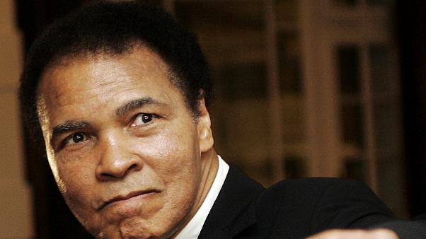 Muhammad Ali, lenda do boxe, hospitalizado por problemas respiratórios