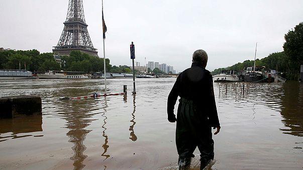 قتلى وخسائر مادية معتبَرة في عواصف وفيضانات في أوروبا