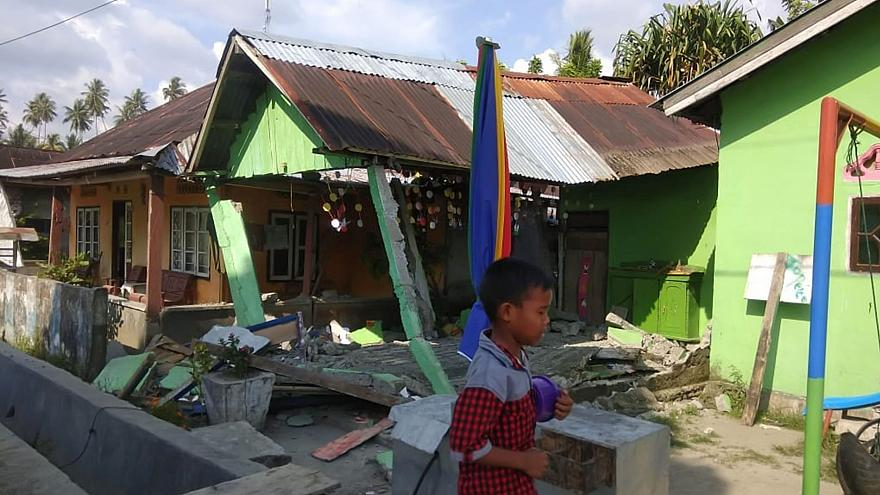 Image: A collapsed house following an earthquake in Donggala, Central Sulaw