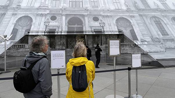 Paris'te dünyaca ünlü müzeler kapatıldı