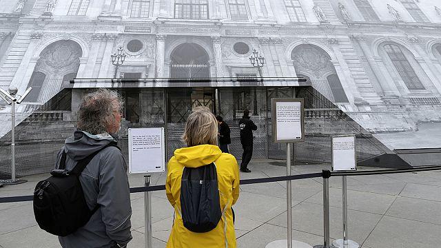 Разочарованию туристов нет предела: закрыты крупнейшие музеи Парижа
