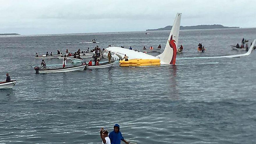 Image: Air Niugini in the water