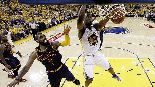 NBA: i Warriors vincono gara-1, nonostante un Curry non al top
