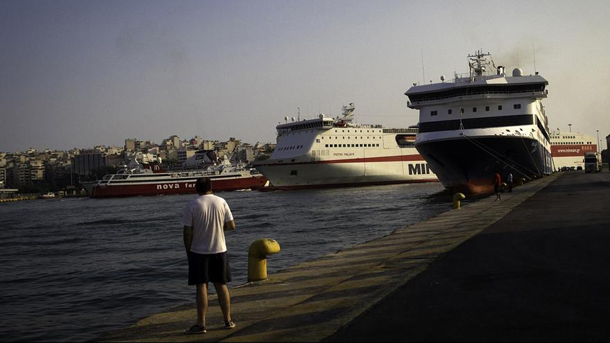 Greek businesses welcome tourist influx, worry about tax hike effects