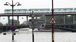 Париж к паводку готов