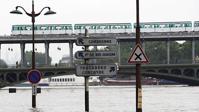 Paris'te ünlü müzeler selden dolayı kapatıldı