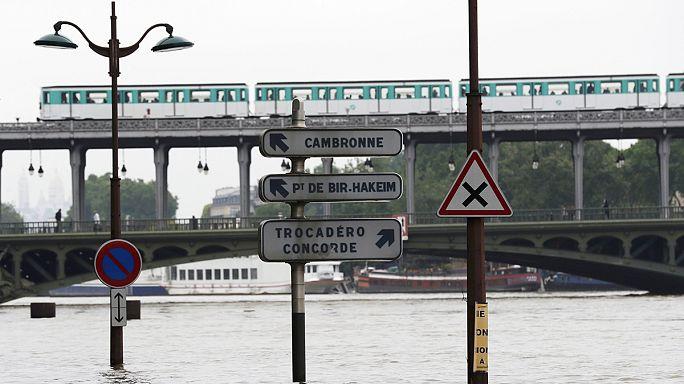 Párizs vízben áll