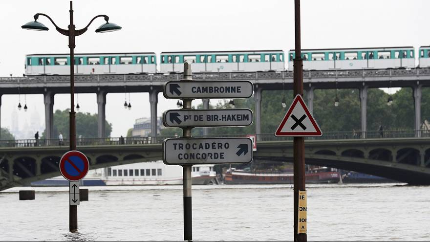 Paris in flood: transport chaos and museum closures cause pandemonium