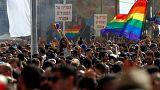 ألف شخص يشاركون في مسيرة للمثليين في تل أبيب